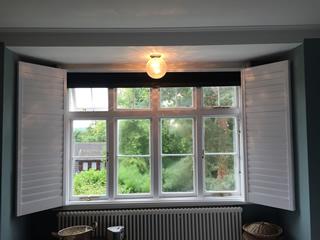 black integrated blinds open
