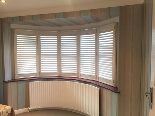 curved shutters with hidden tilt rod